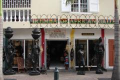 St.-Maarten-1149-Philipsburg-Souvenirs-Slavenbeelden
