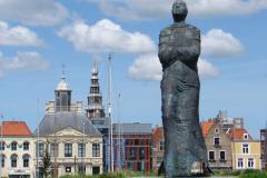 Vlissingen-Standbeeld-Vrouw-01