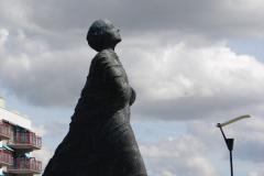 Vlissingen-Standbeeld-Vrouw-02
