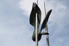 Klimmen-Termaar-158-Standbeeld-van-duif-bij-Sint-Remigiuskerk