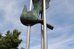 Klimmen-Termaar-160-Standbeeld-van-duif-bij-Sint-Remigiuskerk