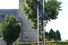 Klimmen-Walem-001-Standbeeld-duif-bij-kerk