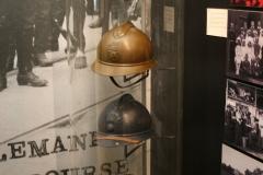 Soldaten-en-politiehelmen-eind-19e-eeuw