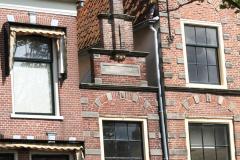 Alkmaar-Oudegracht-Voormalig-Toegangspoortje-Tesselschadeschool-vroeger-huis-230-cm
