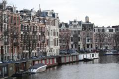 Amsterdam-061-Grachtenhuizen-en-woonboten-bij-Nassaukade