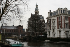 Amsterdam-109-Gracht-met-rondvaartboot