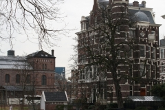 Amsterdam-110-Gracht-met-rondvaartboot