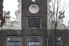 Amsterdam-269-Beelden-op-grachtenhuis-bij-Herengracht