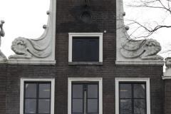 Amsterdam-270-Beelden-op-grachtenhuis-bij-Herengracht