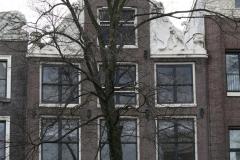 Amsterdam-271-Beelden-op-grachtenhuis-bij-Herengracht