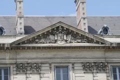 Grenoble-108-Timpanon-bij-gebouw-Place-de-Verdun