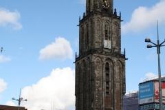 Groningen-021-Martinitoren-boven-Forum-uit
