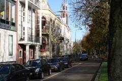 Groningen-170-Huis-aan-Heeresingel-met-zicht-op-Sint-Jozefkathedraal