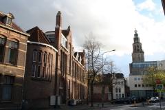 Groningen-320-Gebouw-Kantongerecht-met-zicht-op-Martinitoren