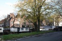 Groningen-342-Koopmanshuizen-langs-gracht-met-woonboten