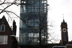 Groningen-423-Glazen-gebouw-met-Zicht-op-toren-van-Zuiderkerk