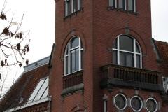 Groningen-450-Huis-met-kantelen-aan-Emmaplein