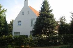 Meerssen-058-Wit-huis-met-spar