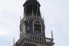 Alkmaar-Waaggebouw-Spits-met-uurwerk