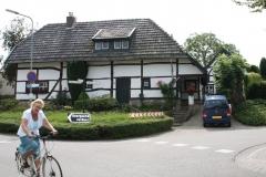 Klimmen-Termaar-130-Vakwerkhuis-met-zich-bukkende-fietsster