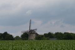 Margraten-039-Vergezicht-met-molen-Wolfshuis