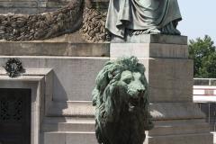 Congreskolom-Een-van-de-Allegorieën-en-leeuw