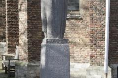 Delft-053-Standbeeld-Geertruyt-van-Oosten