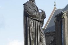 Delft-092-Standbeeld-Hugo-de-Groot