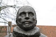 Delft-300-Standbeeld-Willem-van-Oranje-in-Tuin-bij-De-Prinsenhof-door-Auke-Hettema