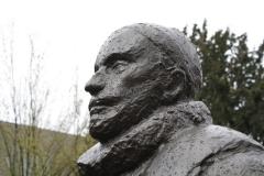 Delft-302-Standbeeld-Willem-van-Oranje-in-Tuin-bij-De-Prinsenhof-door-Auke-Hettema