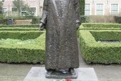 Delft-303-Standbeeld-Willem-van-Oranje-in-Tuin-bij-De-Prinsenhof-door-Auke-Hettema