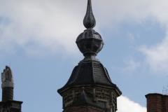 Delft-049-Torentje-met-verguld-figuur