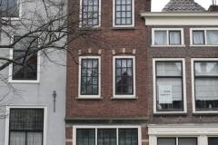 Delft-20-Huis-met-klokgevel