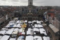 Delft-Nieuwe-Kerk-006-Uitzicht-op-markt-en-stadhuis