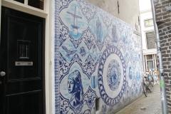 Delft-033-Delfts-blauwe-muurschildering-in-Bonte-Ossteeg