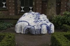 Delft-304-Delfts-Blauwe-bank-in-Tuin-bij-De-Prinsenhof