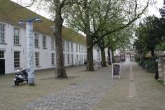 Delft-315-Delfts-Blauwe-Lantaarnpaal-op-St-Agathaplein