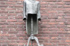 Den-Bosch-Binnendieze-082-Standbeeld-burgervaojer-van-Oeteldonk-Muggenheuvel