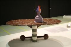 2017-03-09-Sted-Mus-146-De-laatste-avant-garde-Radicaal-design-in-Italië-1966-1988-Tafel-met-Vaas