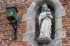 Den-Bosch-050-Onderdoorgang-Hoge-Steenweg-met-Mariabeeld