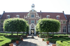 Frans-Halsmuseum-8-Binnenplaats-met-zonnewijzer