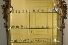 Kast-met-miniatuurzilver