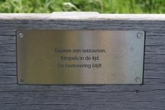 Cadier-en-Keer-082-Gedicht-op-bank