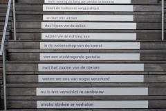 Groningen-030-Gedicht-op-trappen-van-Forum