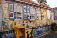 St.-Maarten-1163-Philipsburg-LEscargot-Kunstige-zijkant