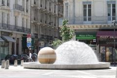 Grenoble-039-Plein-met-fontein