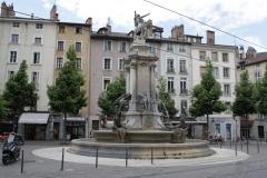 Grenoble-134-Vrijheidsbeeld-met-fontein