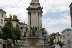 Grenoble-135-Vrijheidsbeeld-uit-1788-met-fontein