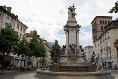 Grenoble-136-Vrijheidsbeeld-uit-1788-met-fontein