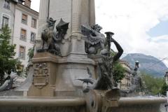 Grenoble-142-Vrijheidsbeeld-uit-1788-met-fontein